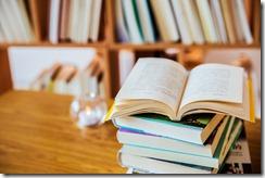 摄图网_501280550_图书馆打开的书(非企业商用)